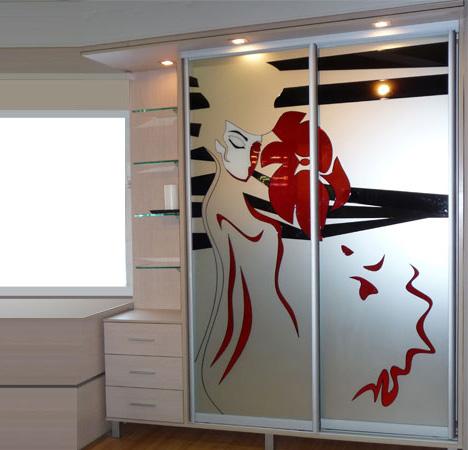 Художественное стекло. зеркальные шкафы купе с рисунком..